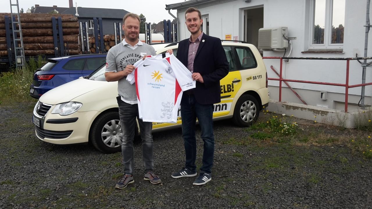 Taxi Kassel weiterhin Partner der Löwen: Markus Semmelroth gemeinsam mit Dennis Frank-Böckmann