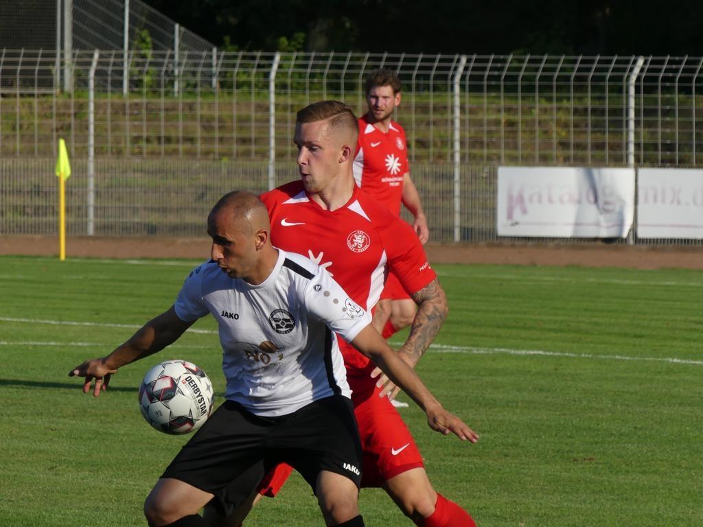 1. Hanauer FC 1893, KSV Hessen Kassel, Häuser im Zweikampf