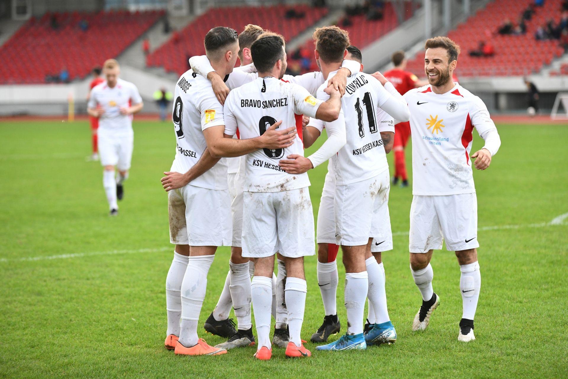 KSV Hessen Kassel, Rot-Weiss Walldorf, Endstand 4:0, Jubel zum 2:0