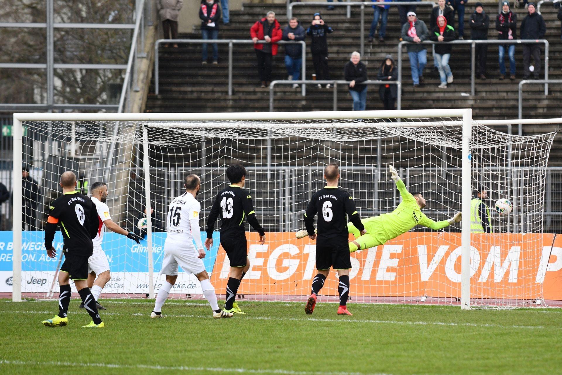 Lotto Hessenliga 2019/2020, KSV Hessen Kassel, FV Bad Vilbel, Endstand 6:1, Tor zum 1:0, Mahir Saglik (KSV Hessen Kassel), Sergej Evljuskin (KSV Hessen Kassel)