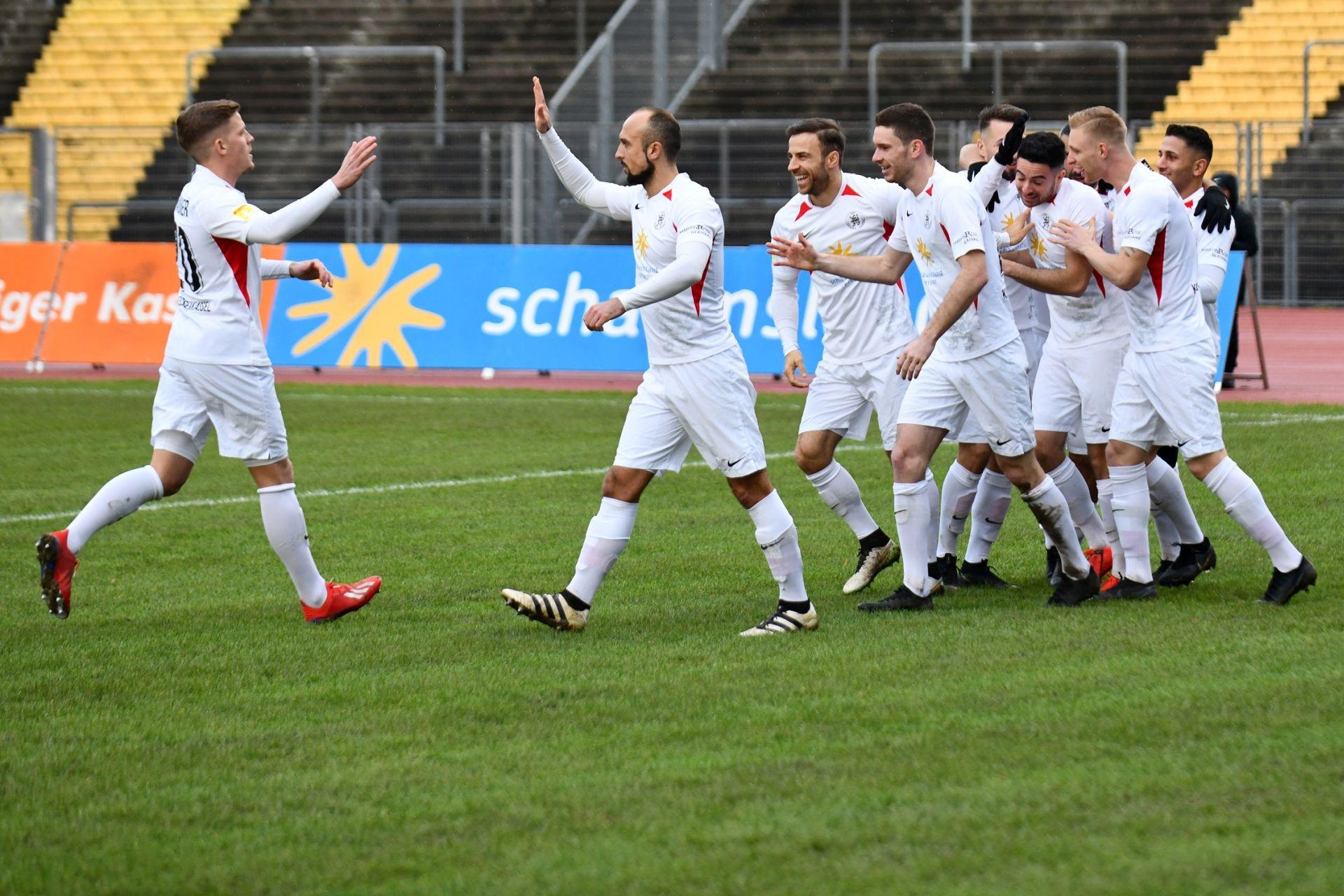 Lotto Hessenliga 2019/2020, KSV Hessen Kassel, FV Bad Vilbel, Endstand 6:1, Jubel zum 1:0