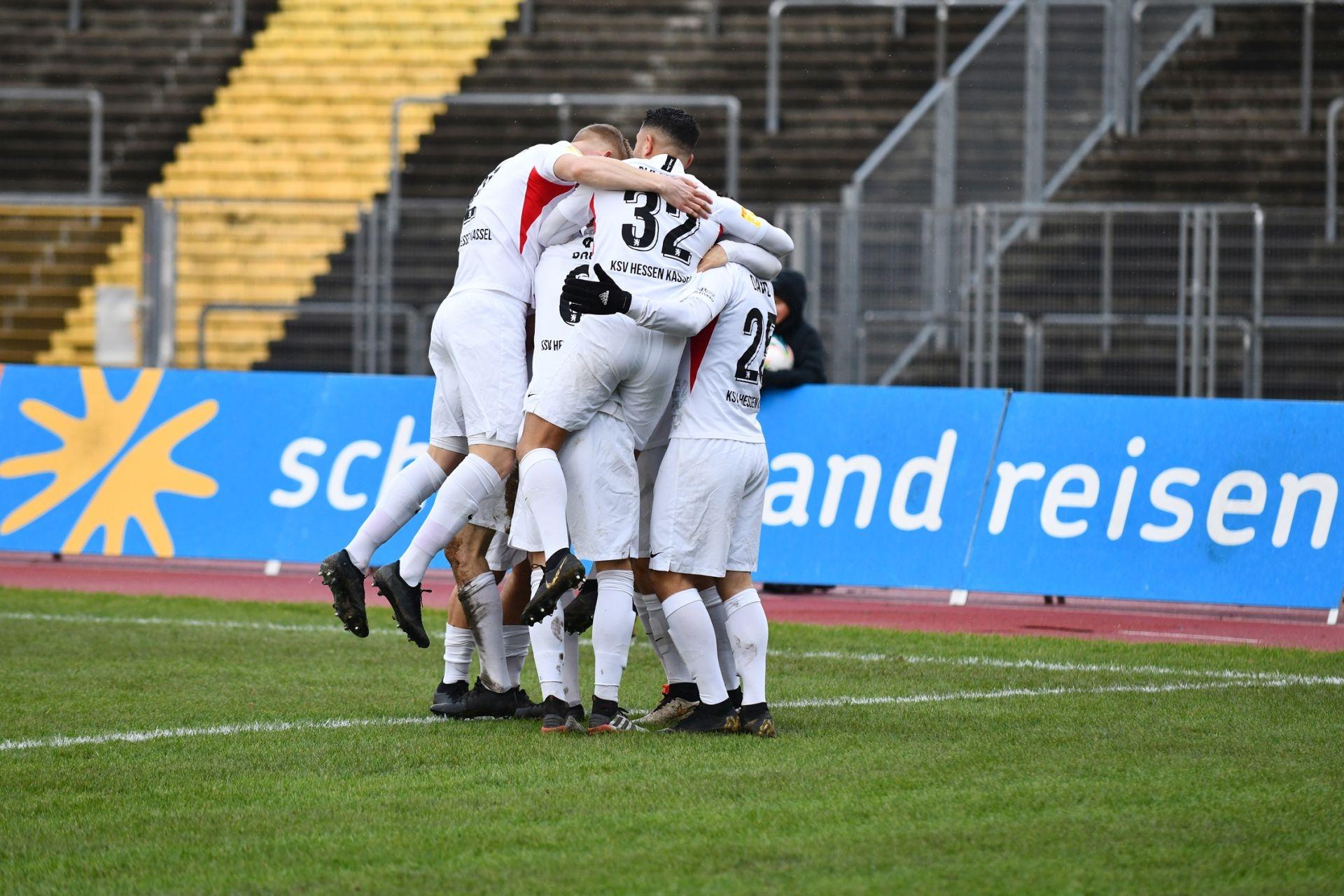 Lotto Hessenliga 2019/2020, KSV Hessen Kassel, FV Bad Vilbel, Endstand 6:1, Jubel zum 2:0