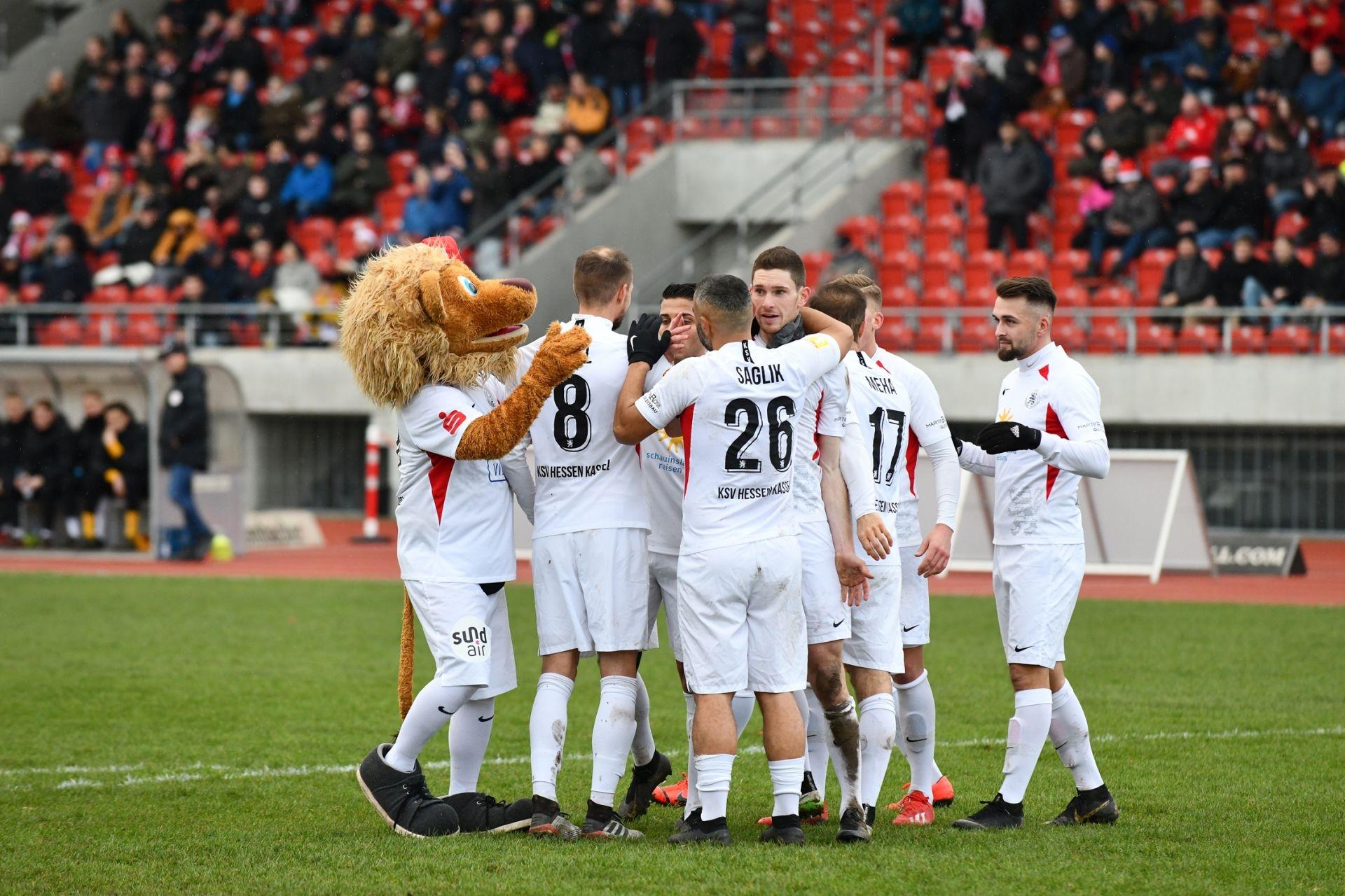Lotto Hessenliga 2019/2020, KSV Hessen Kassel, FV Bad Vilbel, Endstand 6:1, Jubel zum 4:0