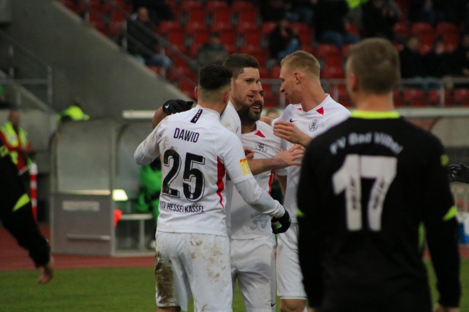 Lotto Hessenliga 2019/2020, KSV Hessen Kassel, FV Bad Vilbel, Endstand 6:1, Jubel zum 5:0 (KSV Hessen Kassel)