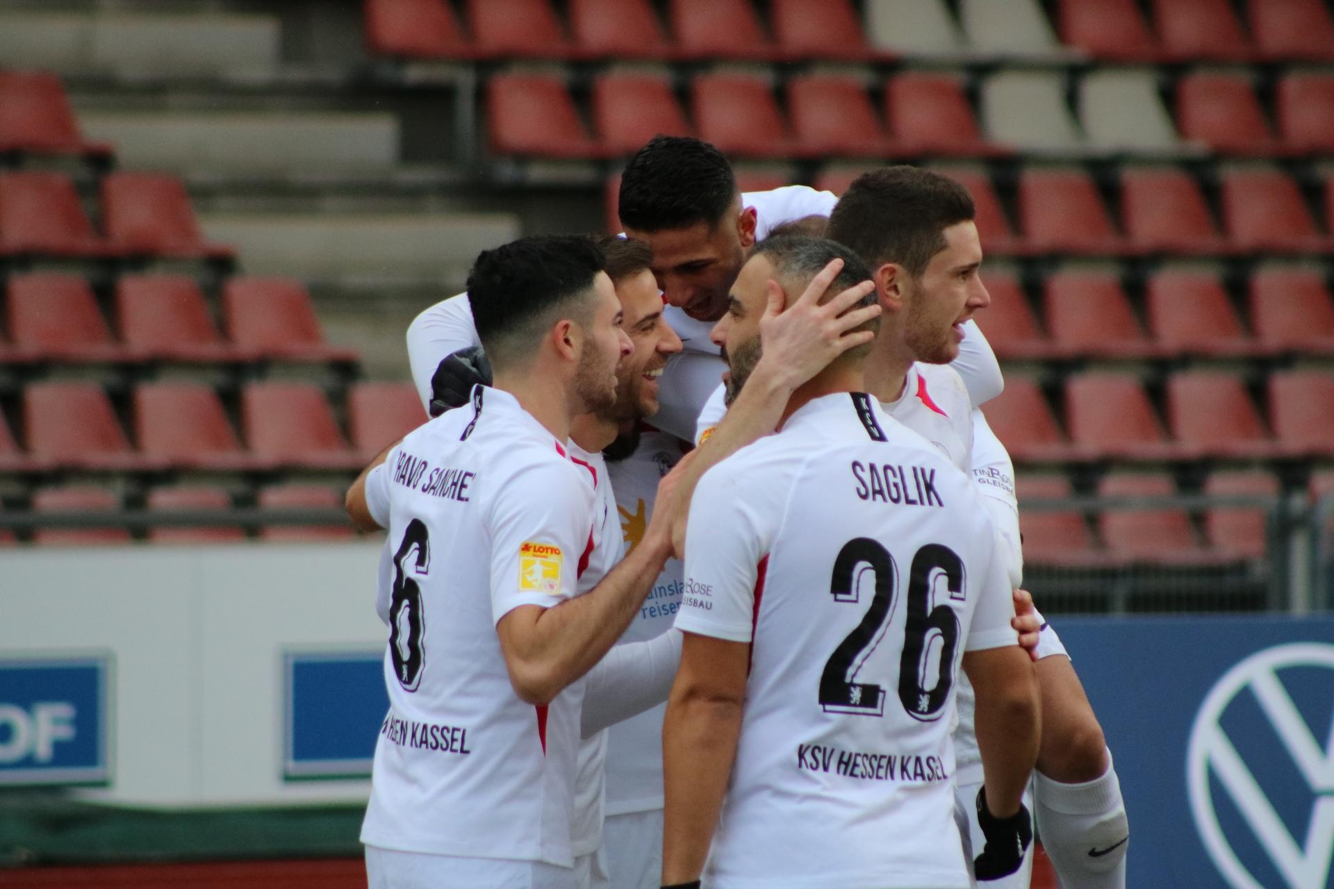 Lotto Hessenliga 2019/2020, KSV Hessen Kassel, FV Bad Vilbel, Endstand 6:1, Jubel zum 2:0 (KSV Hessen Kassel)