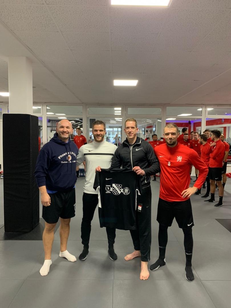 Phoenix Inhaber Marinko mit Cheftrainer Tobias Damm, KSV-Aufsichtsrat Flo Beisheim und Kapitän Frederic Brill