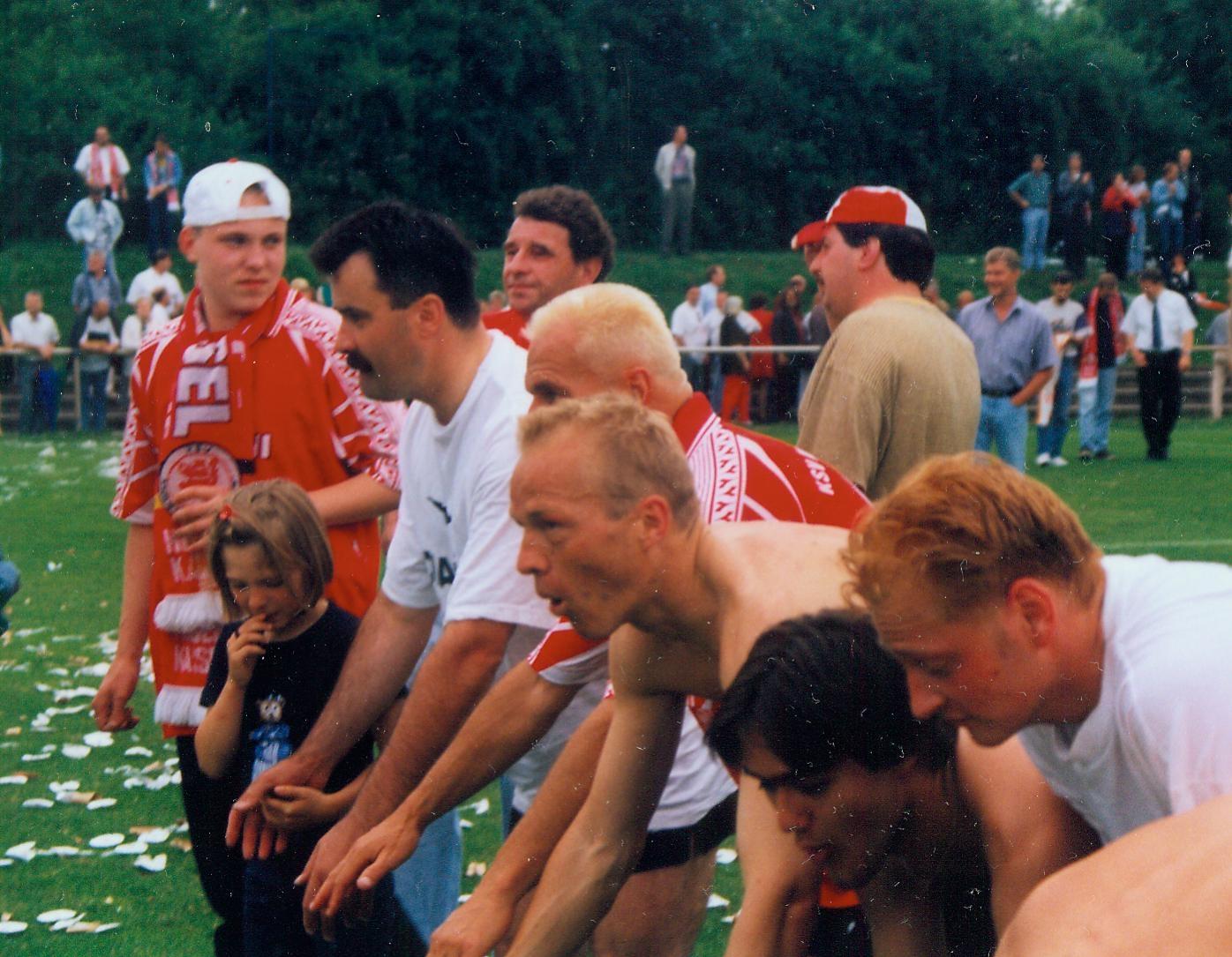 13.06.1999 ksv - tsv ihringshausen laola.jpg