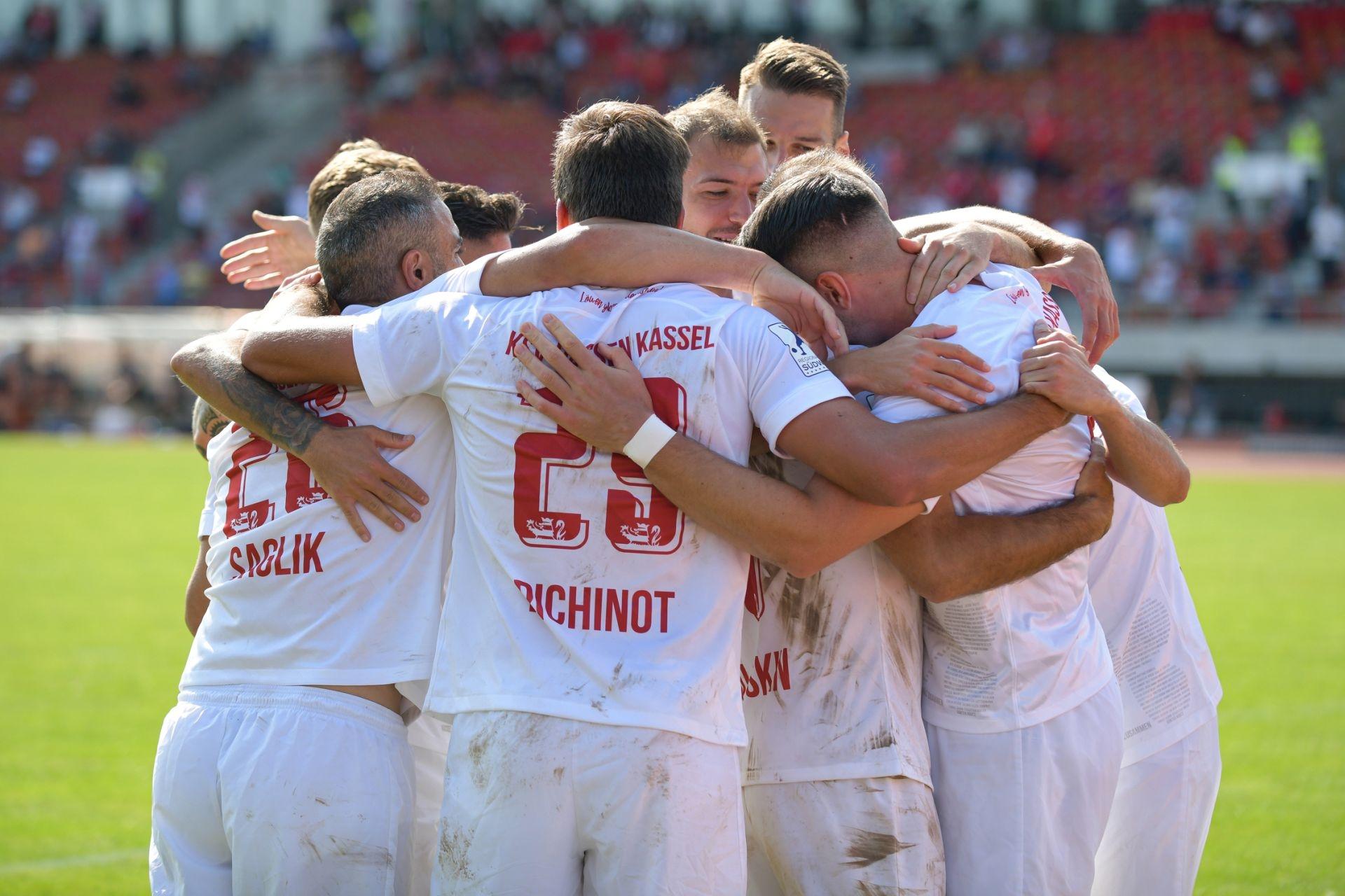Regionalliga S�dwest 2020/21, KSV Hessen Kassel, TSV Schott Mainz, Endstand 2:1, Jubel zum 1:0
