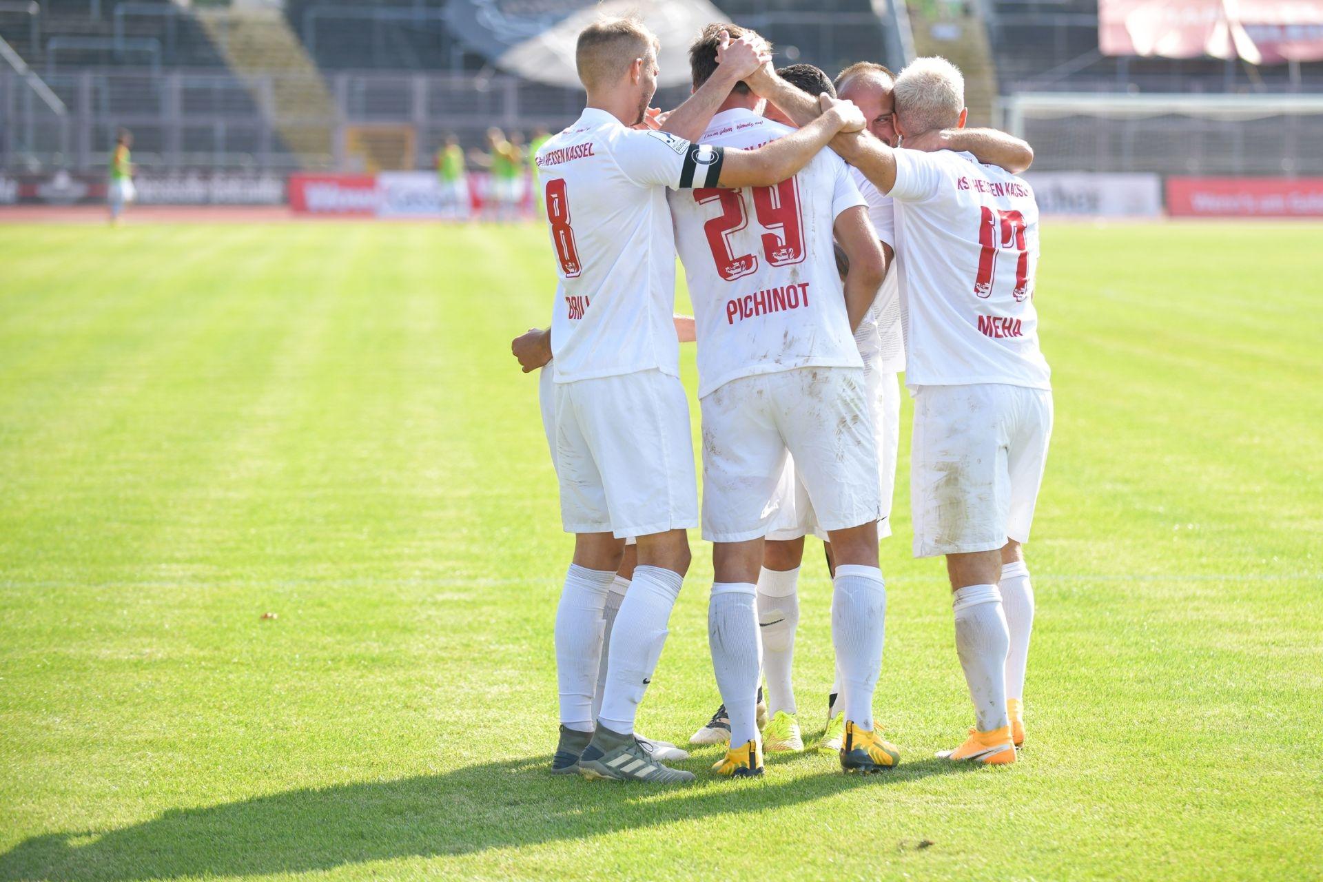 Regionalliga S�dwest 2020/21, KSV Hessen Kassel, TSV Schott Mainz, Endstand 2:1, Jubel zum 2:0