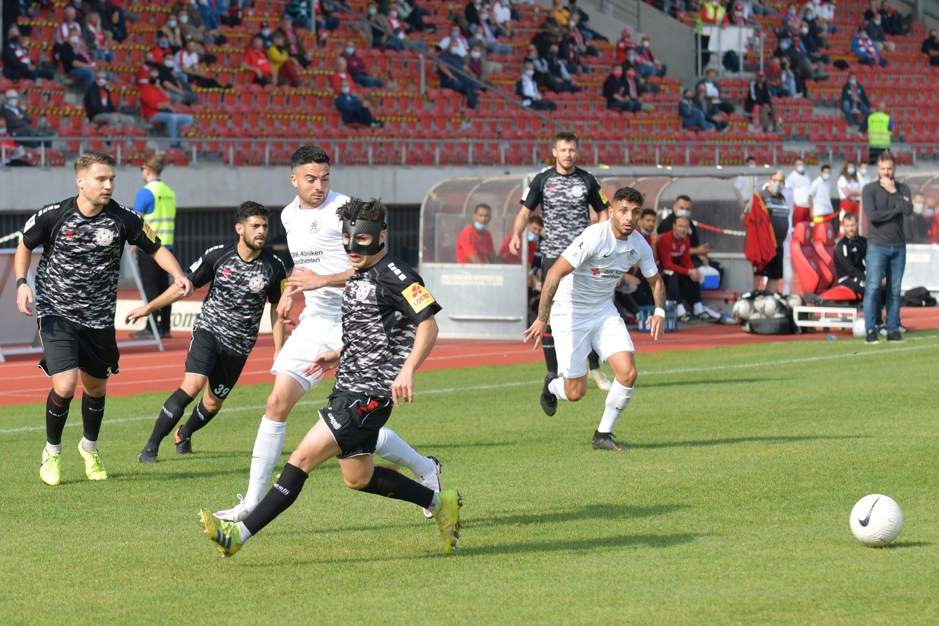 Regionalliga Südwest 2020/21, KSV Hessen Kassel, Rot-Weiss-Koblenz, Endstand 1:1, Adrian Bravo Sanchenz, Nael Najjar