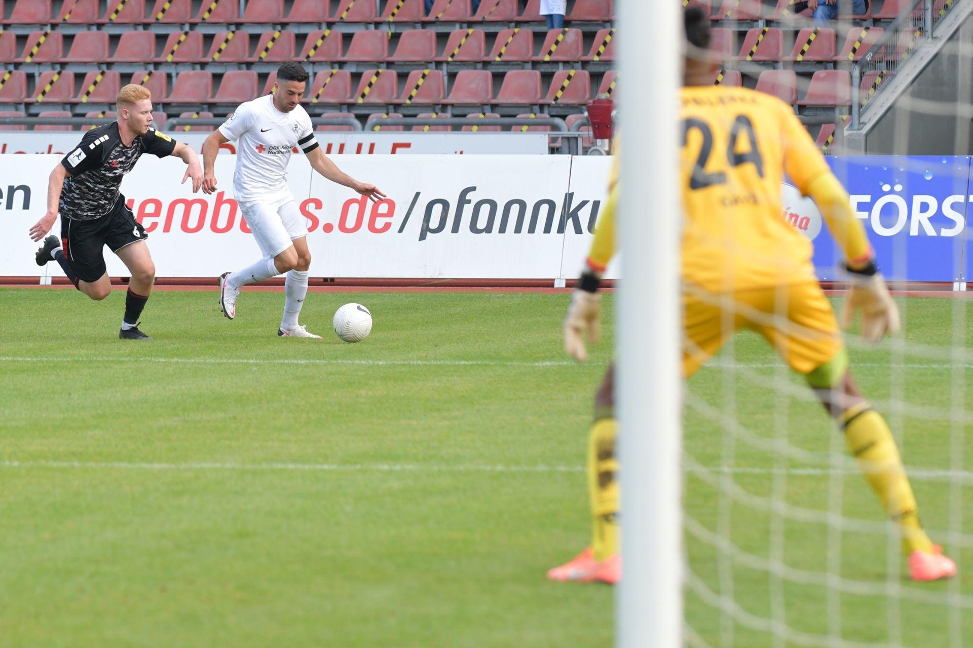 Regionalliga Südwest 2020/21, KSV Hessen Kassel, Rot-Weiss-Koblenz, Endstand 1:1, Adrian Bravo Sanchez