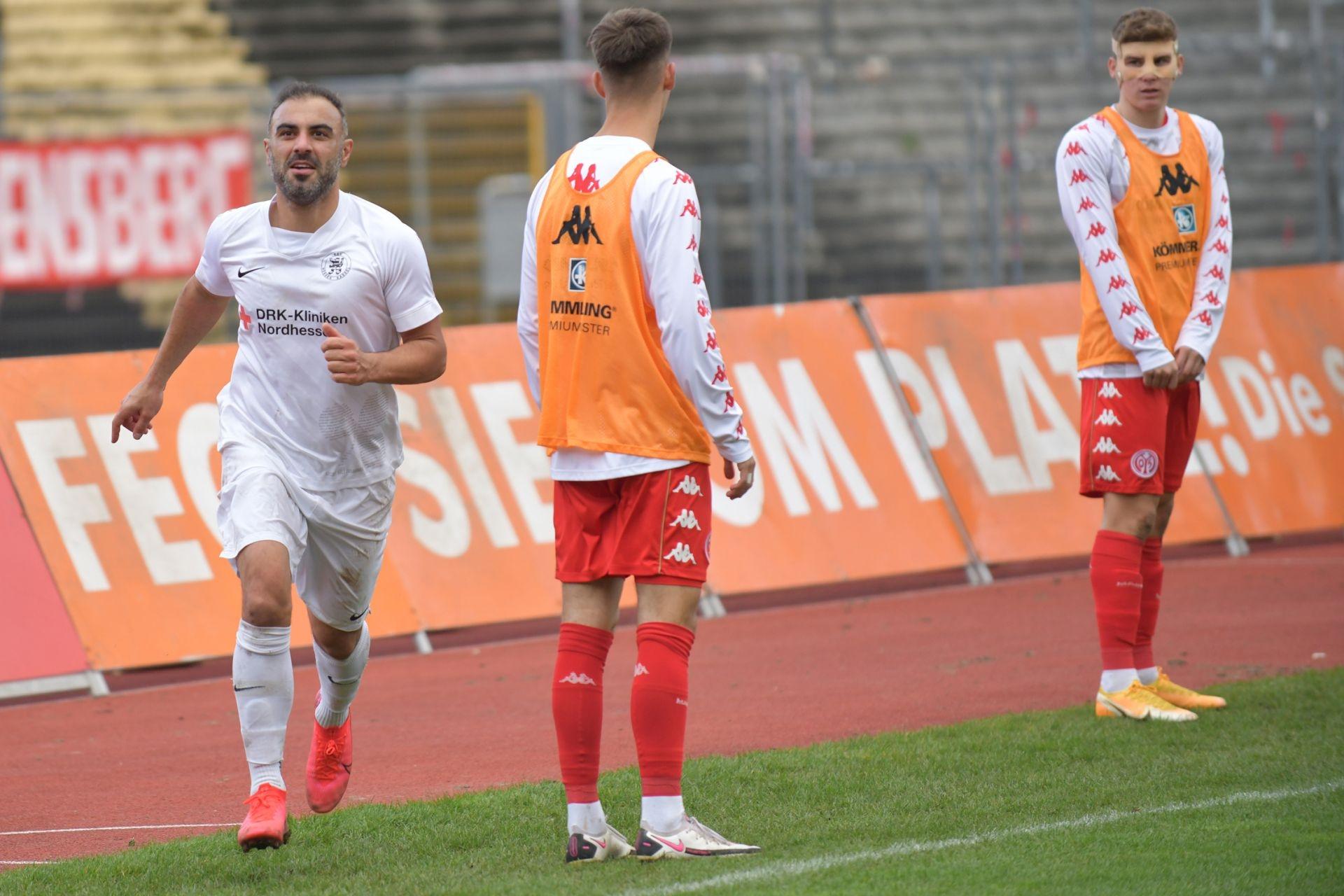 Regionalliga S�dwest 2020/21, KSV Hessen Kassel, 1. FSV Mainz 05 II, Endstand 2:1, Jubel zum 1:0