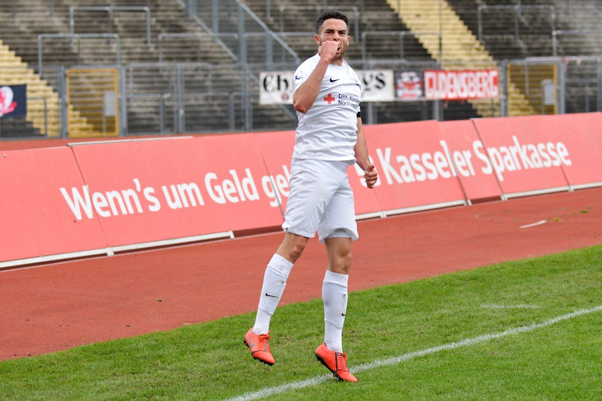 Regionalliga S�dwest 2020/21, KSV Hessen Kassel, 1. FSV Mainz 05 II, Endstand 2:1, Jubel zum 2:0, Adrian Bravo Sanchez