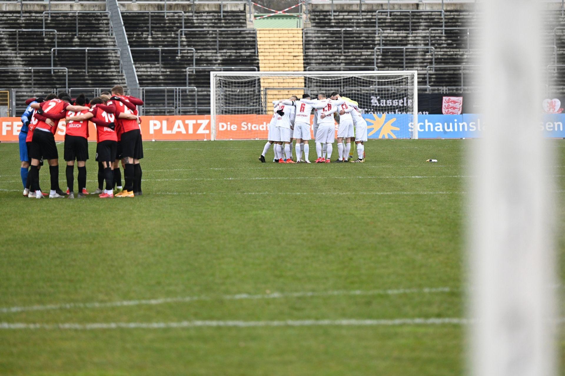 Regionalliga S�dwest 2020/21, KSV Hessen Kassel, SG Sonnenhof Grossaspach, Endstand 0:2, Mannschaftskreis