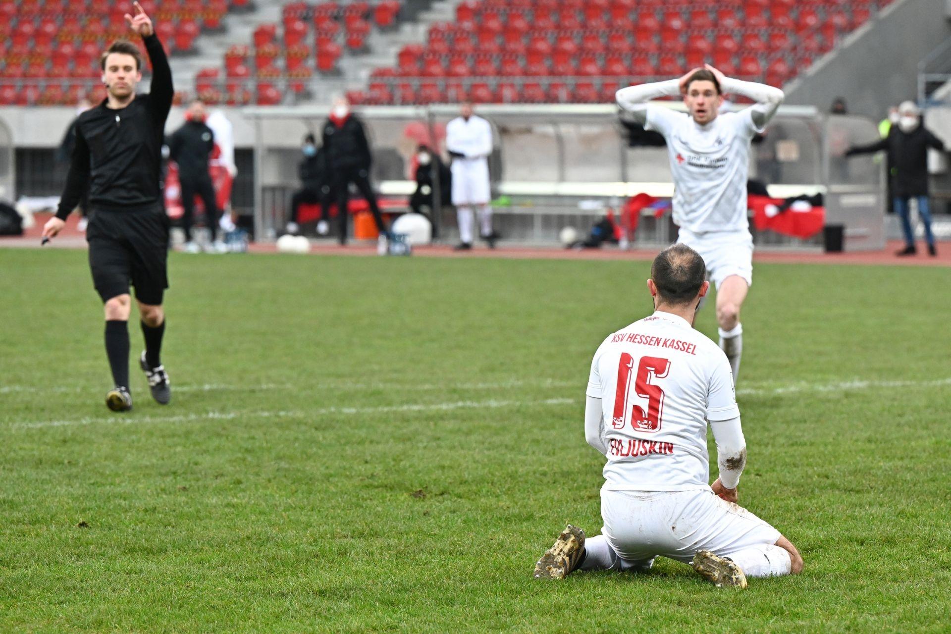 Regionalliga S�dwest 2020/21, KSV Hessen Kassel, SG Sonnenhof Grossaspach, Endstand 0:2, Sergej Evljuskin