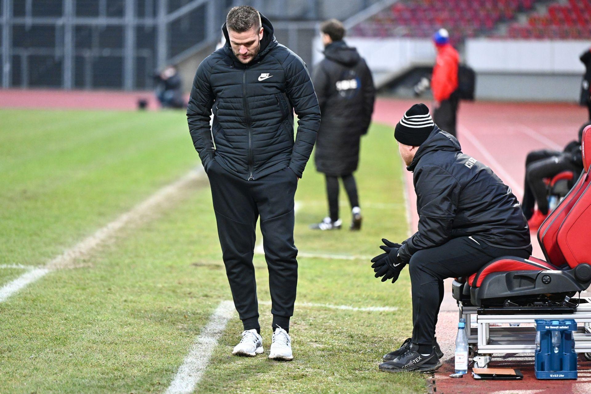 Regionalliga Südwest 2020/21, KSVHessen Kassel, TSV Steinbach Haiger, Endstand 2:1, Tobias Damm, Sebastian Busch, Trainerbank