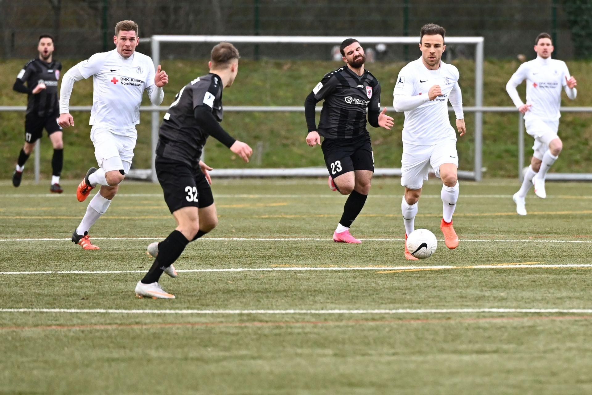 Regionalliga Südwest 2020/21, KSVHessen Kassel, FC Gießen, Endstand 1:1, Sebastian Schmeer, Alban Meha