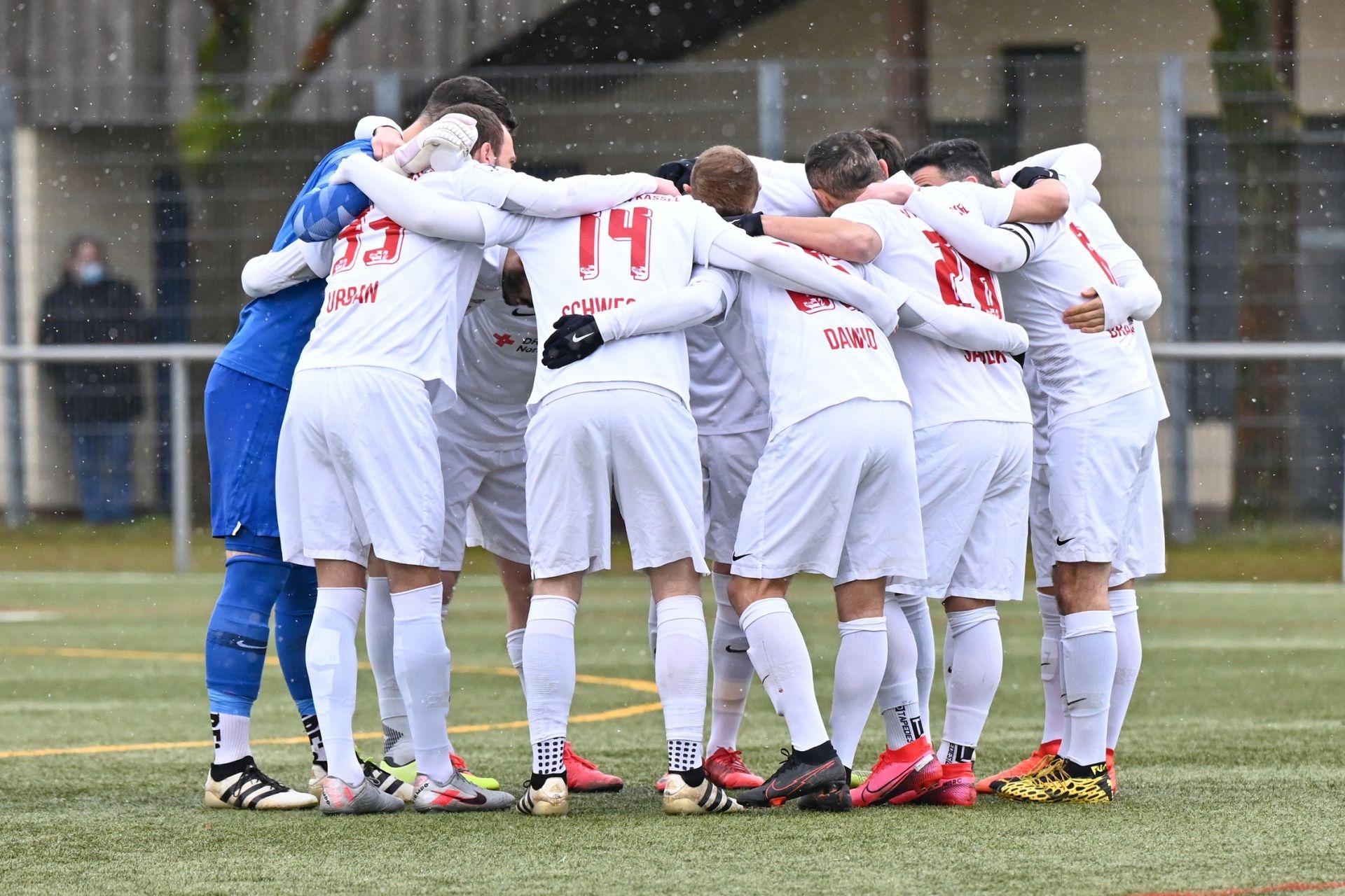 Regionalliga Südwest 2020/21, KSV Hessen Kassel, VfB Stuttgart II, Endstand 0:4, Einstimmung vor dem Anpfiff