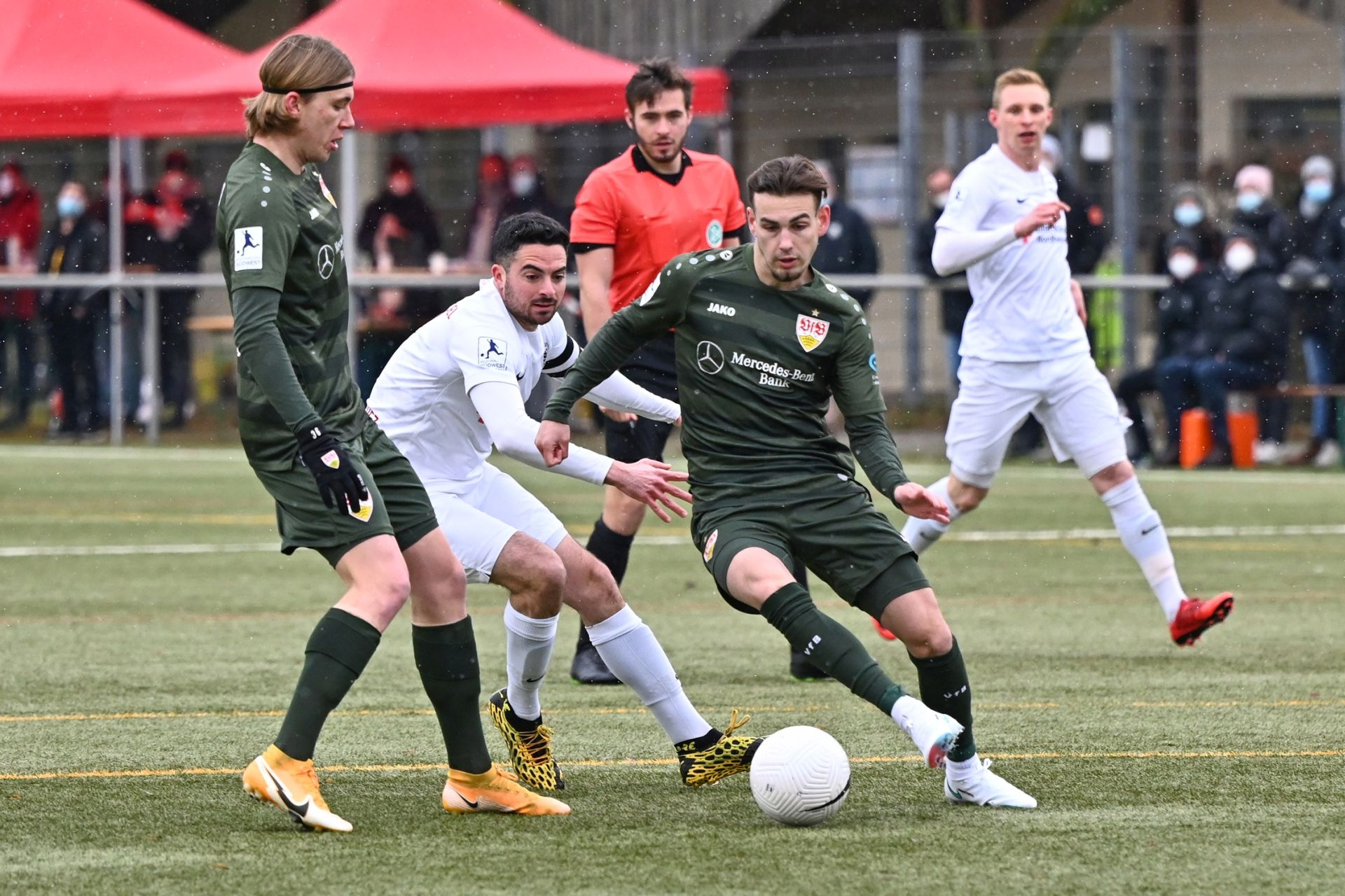 Regionalliga Südwest 2020/21, KSV Hessen Kassel, VfB Stuttgart II, Endstand 0:4, Adrian Bravo Sanchez, Alexander Missbach
