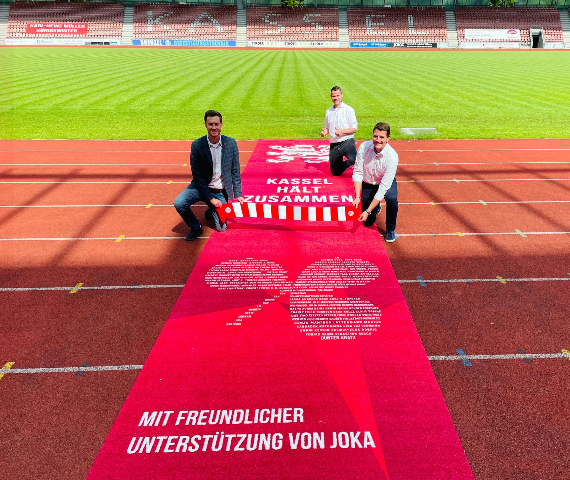 Freuen sich über die Verlängerung und Erweiterung der Partnerschaft: Dennis Frank-Böckmann (KSV), Norman Virks (JOKA) und Daniel Bettermann (KSV)