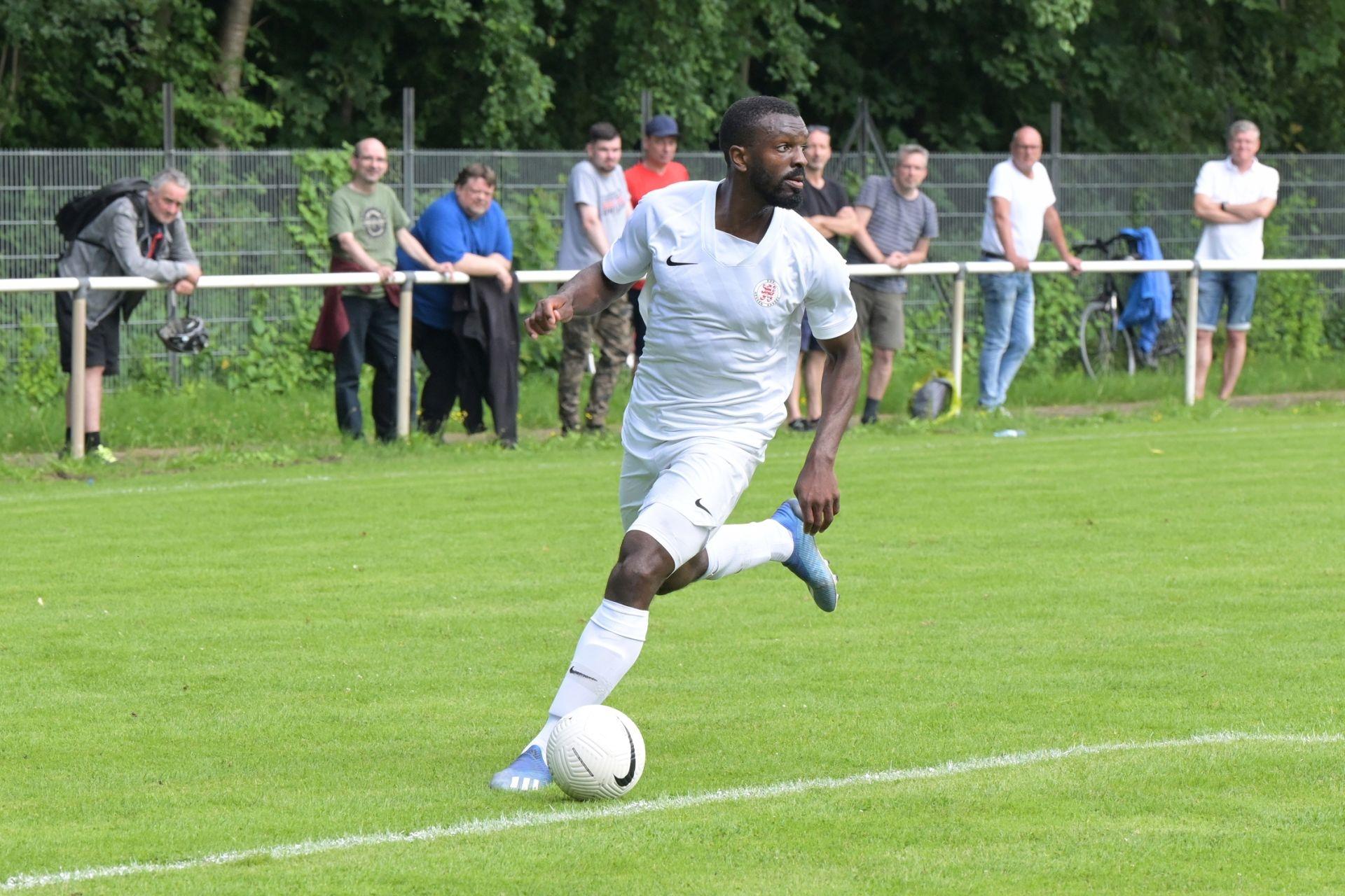 KSV Hessen Kassel, Wuppertaler SV, Endstand 4:0, Testspieler Conrad Azong