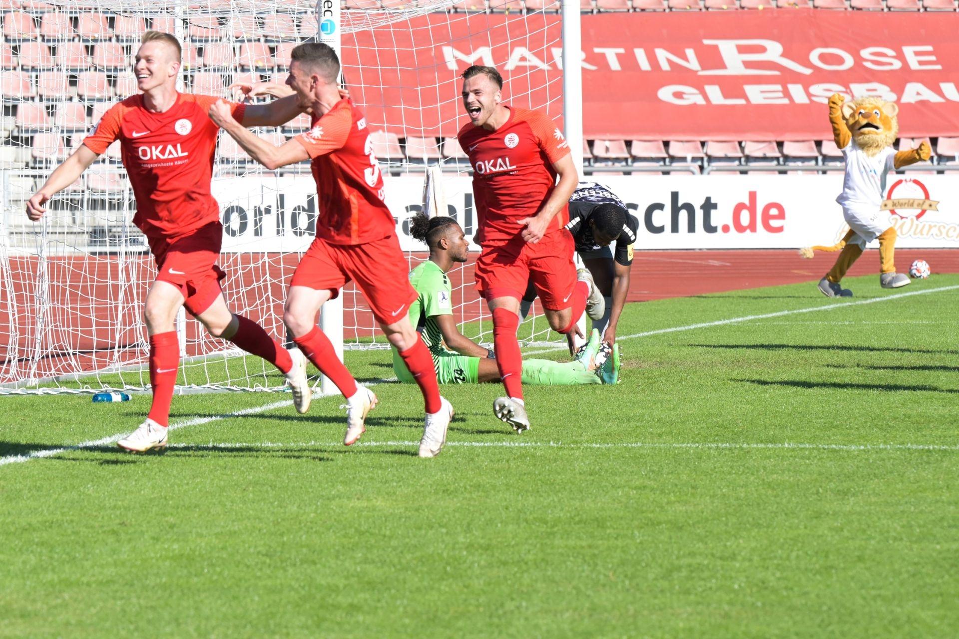 KSV Hessen Kassel, FC Rot-Weiss Koblenz, Endstand 2:0, Jubel zum 2:0